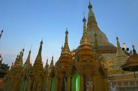 ミャンマーの首都ヤンゴン 2日間 [航空券 + 終日観光付き + 宿1泊] シンガポール発