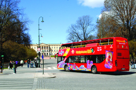 オスロ市内観光に最適!乗り降り自由な2階建てオープントップバス【4月~10月まで運行】
