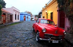 隣国ウルグアイの世界遺産コロニア・デル・サクラメント1日ツアー