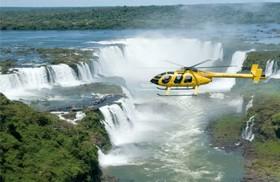 ヘリコプターから見るイグアスの滝!