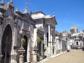 日本人ガイドとブエノスアイレスの見どころを網羅!公共機関を使った1日徒歩プライベートツアー【エルアテネオ解散可能】