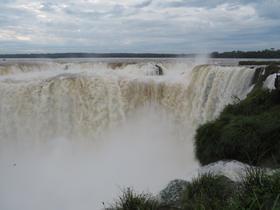 イグアスの滝3日間、ブラジル側とアルゼンチン側を両方堪能!【プエルトイグアス発/空港送迎/プエルトイグアス2泊/ファストボード乗船券/英語ガイド】