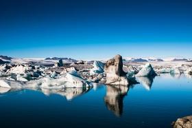 アイスランド最大の氷河湖ヨークルスアゥルロゥン氷河ツアー【英語ガイド / レイキャビク発着】