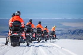 美しい南海岸で!氷河でのスノーモービル体験【レイキャビク発着 / 英語ガイド】