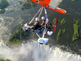 ヴィクトリアフォールズを上空から楽しめる!マイクロライト飛行体験 15分【ヴィクトリアフォールズ発/英語ガイド】