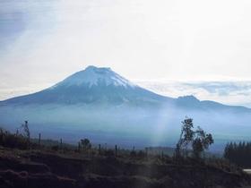 エクアドルの富士、コトパクシ山1日観光