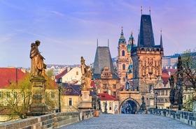 チェコの首都プラハ1泊2日ツアー【ブダペスト発/プラハ1泊/電車チケット付き/日本語ガイド】