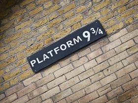 映画ハリーポッターの世界を巡る ロンドンウォーキングツアー