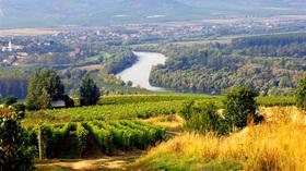 貴腐ワインの産地トカイとミシュコルツタポルツァ洞窟温泉ツアー