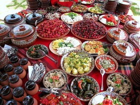 ソフィアでの伝統料理ディナーを楽しむナイトツアー