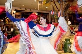 夜景鑑賞もできる! コスタリカ伝統料理ディナーと民族ダンスショー【サンホセ発着】