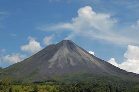 アレナル火山&タバコン温泉リゾート1日ツアー【サンホセ発着】