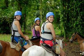 乗馬をしながら熱帯雨林探検!ボート乗船付き【サンホセ発着】