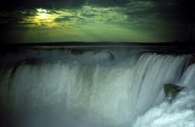 満月の絶景!イグアスの滝 フルムーンナイトツアー