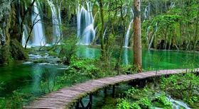 世界遺産 プリトヴィツェ湖群国立公園に立ち寄りスプリットへ【英語 / 混載 / ザグレブ発スプリット着】