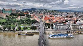 隣国スロバキアの首都 ブラチスラヴァを訪れる1日【英語ガイド / 混載 】