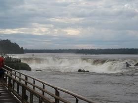 イグアスの滝とペリノモレノ氷河を訪れる5泊6日[ブエノスアイレス発/航空券+ホテル5泊+ツアー/英語ガイド]