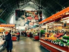 ヨーロッパ最大級!リガ中央市場&ローカルフード試食徒歩観光【英語ガイド / 2時間】