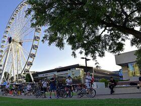 電動自転車でローカルガイドと一緒にブリスベン市内観光!