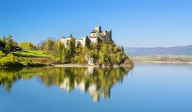 ポーランドのリゾート地 ザコパネ と 湖のほとりに建つニエジツァ城を巡る一日【日本語アシスタント】