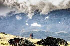 「シェルケヴァッゲ渓谷」と透明度抜群の「トロルの湖」ハイキング【アビスコ発】