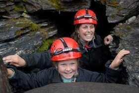 スウェーデン屈指の最長洞窟探検!ケイビングアドベンチャー【アビスコ発】