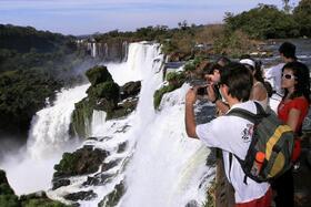 イグアスの滝 ブラジル側とアルゼンチン側を巡る1日ツアー【フォスドイグアス発】