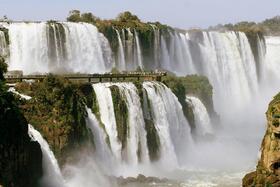 イグアスの滝の全景を鑑賞!ブラジル側半日観光【プライベート/英語ガイド】