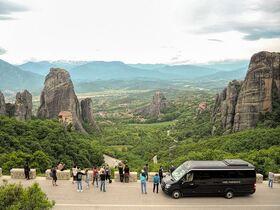 奇岩の上にそびえたつ メテオラ修道院を訪れる半日ツアー【カランバカ発 / 英語ガイド】