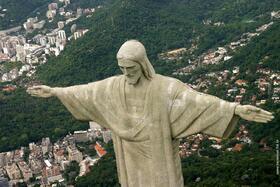 上空からキリスト像を鑑賞!リオデジャネイロ ヘリコプター遊覧飛行【8分間飛行】