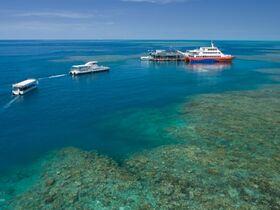 熱帯の楽園フィッツロイ島とウォータースライダー付き!世界遺産グレートバリアリーフ1日ツアー