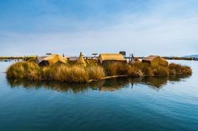 チチカカ湖に浮かぶ島「ウロス島」と「タキーレ島」日帰り【英語ガイド】