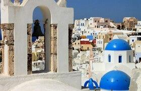 青と白の世界 サントリーニ島 日帰り【アテネ発 / 往復フライト / プライベート観光】