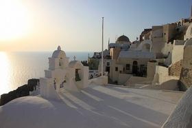 エーゲ海 極上の島を周遊! サントリーニ島とミコノス島 4日間【アテネ発 / フェリー・フライト / 送迎 / 宿泊】