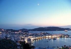 死ぬまでに行きたい島 2島周遊! サントリーニ島とミコノス島 4日間【アテネ発 / 往復フライト / 送迎 / 宿泊】