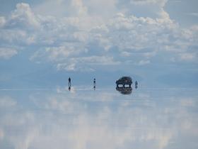 ボリビア在住スタッフがご案内!一生に一度は訪れたいウユニ塩湖【オンライン体験/ Zoom利用/ プライベート催行可能 】