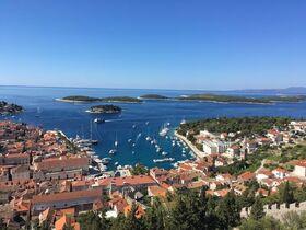 クロアチア政府公認観光ガイドがご案内!リゾートアイランド「フヴァルタウン」プライベートツアー!【オンライン体験/Zoom利用 】