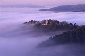 雲海に浮かぶ天空の山城・備中松山城を訪れる