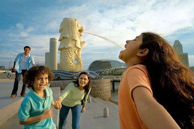 ツボを押さえたシンガポール観光の決定版!お昼は有名レストランで飲茶付き シンガポール魅力満載 市内観光