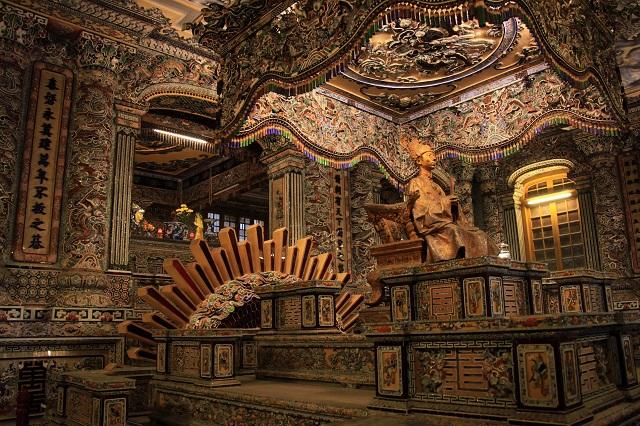 天母寺、カイデイン・トウドック帝廟、王宮