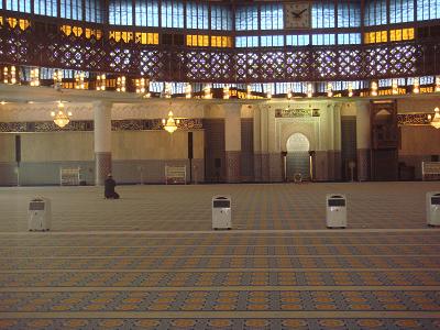 イスタナ・ネガラ、国家記念碑、国立モスク、独立広場、バトゥー洞窟など市内人気観光スポットを効率良く訪れる!!クアラルンプール1日観光