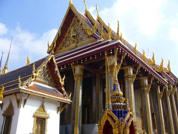 バンコク市内観光&ウィマンメーク宮殿 (バンコク発)