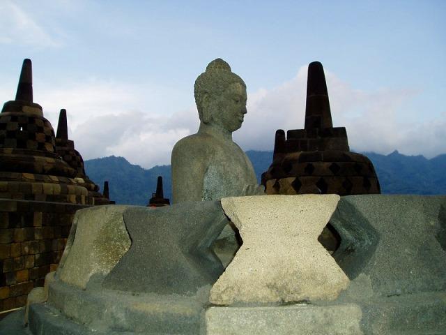 ボロブドゥール、プランバナンとサンギラン 3大世界遺産+ジョグジャカルタとソロ観光 2泊3日(ジャカルタ発)