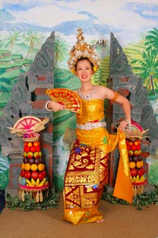 バリ伝統衣装を着て記念撮影【2017年3月31日までの催行】
