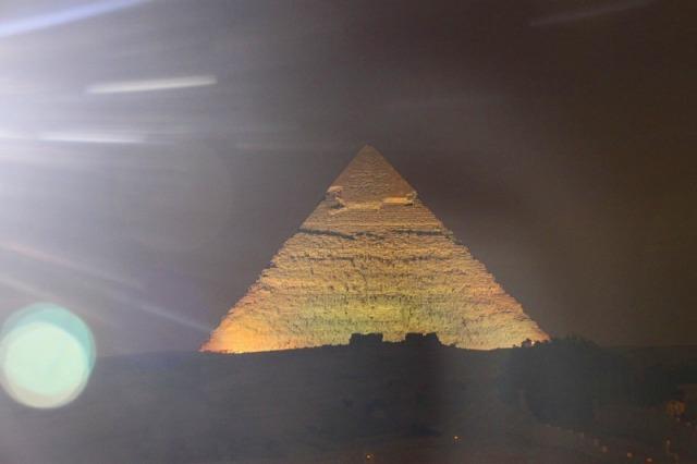 音と光のショウ-ピラミッド(英語アシスタント)