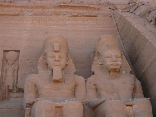 日本語ガイドと行く!エジプト最南端の世界遺産 アブシンベル2泊3日の旅
