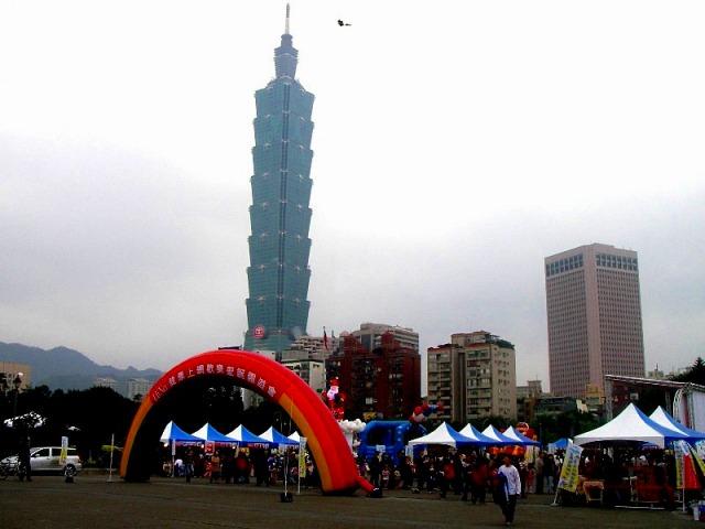 超高層ビル・台北101の夜景と士林夜市観光