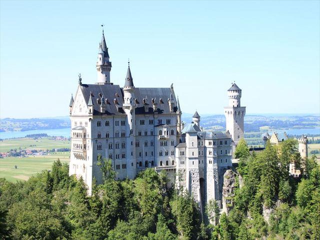 ノイシュバンシュタイン城&リンダーホーフ城・ヴィース教会1日観光ツアー (日本語ガイド付き、入場料込み)