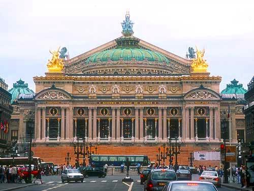 ホテル送迎付!!快適なミニバスで行くパリ市内観光 2時間コース (午前/午後)
