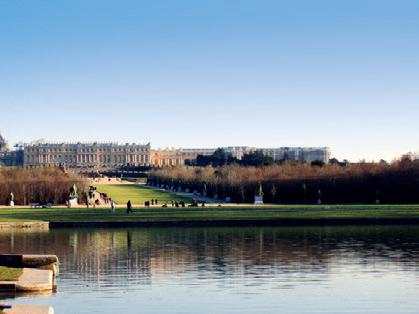 快適なミニバスで行くヴェルサイユ宮殿一日観光ツアー